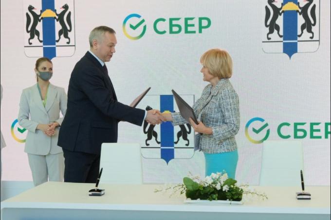 Цифровая медицина и технологии искусственного интеллекта - губернатор Андрей Травников подписал около десяти соглашений о сотрудничестве на ПМЭФ-2021