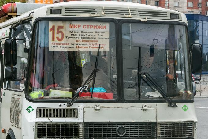 Выпала из автобуса пенсионерка: разыскивают сбежавшего водителя