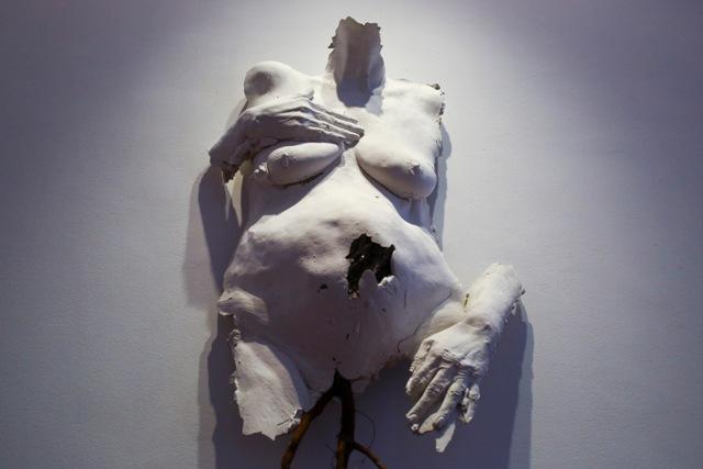 «Фаза: переход»: художница Маяна Насыбуллова представила новую выставку о телесности и стандартах красоты