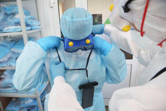 1200 студентов-медиков помогут врачам бороться с пандемией COVID-19