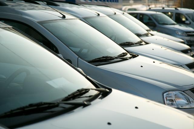 Новосибирцы массово продают почти новые автомобили
