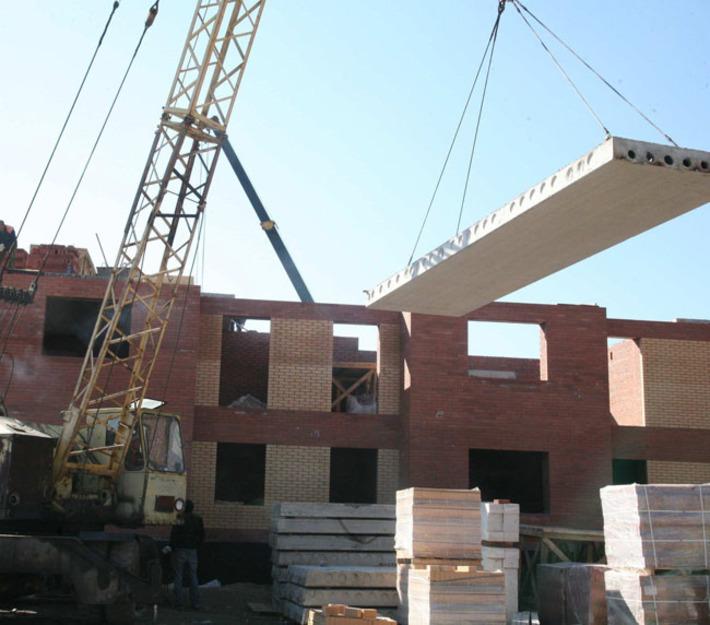 Строителя раздавило бетонной плитой в Новосибирске