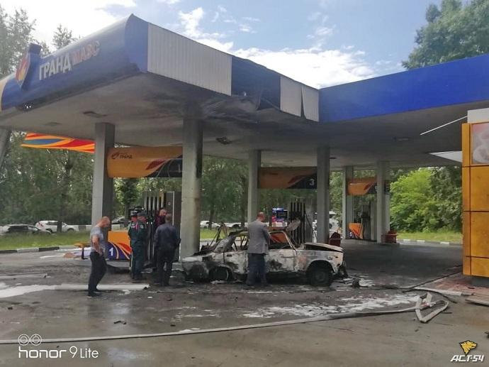 Ремонту не подлежит: огонь уничтожил «Жигули» на АЗС Новосибирска