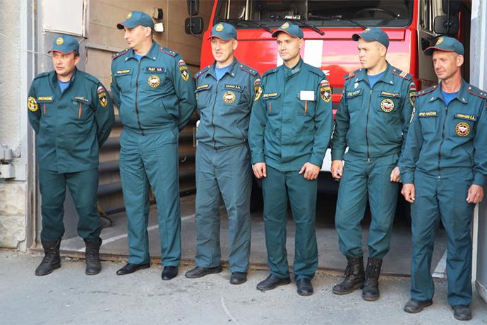 Спасателей МЧС благодарят новосибирцы за тушение пожара на АЗС