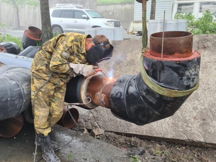 На улице Харьковской проводят замену теплотрассы перед ремонтом дороги
