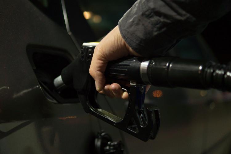 Во Владивостоке снизились средние цены на бензин