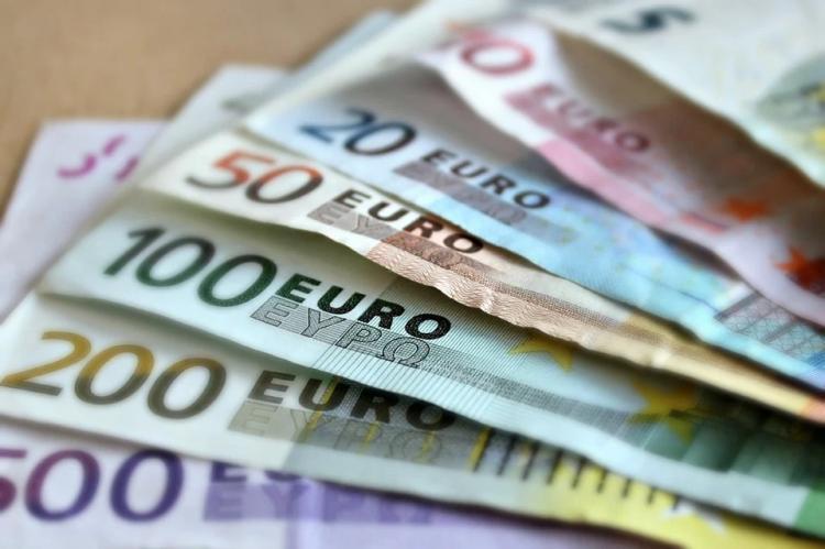 Курс евро опустился ниже 88 рублей впервые с 19 марта