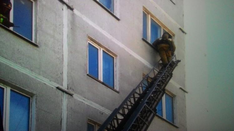 Две квартиры полыхали в многоквартирном доме Владивостока