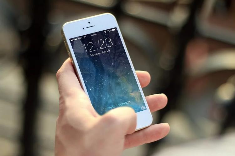 Во Владивостоке в ночном клубе у пьяной девушки украли телефон