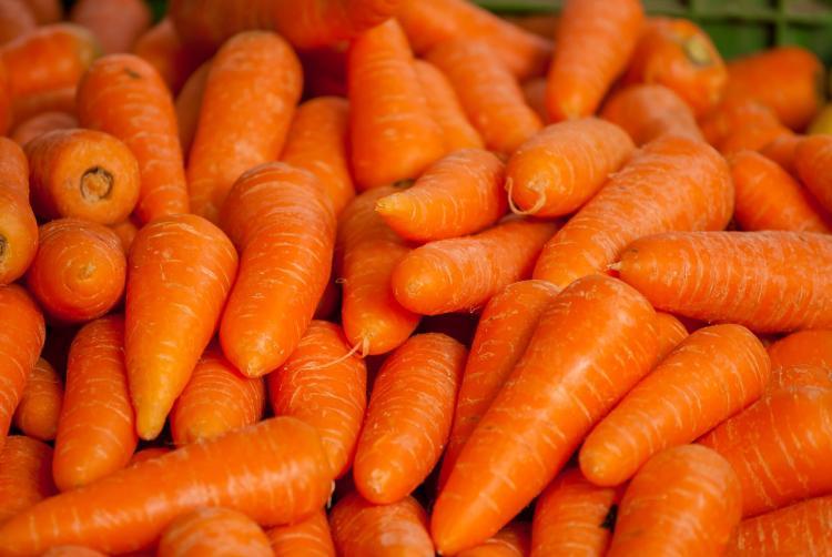 В России резко выросли цены на морковь и картофель