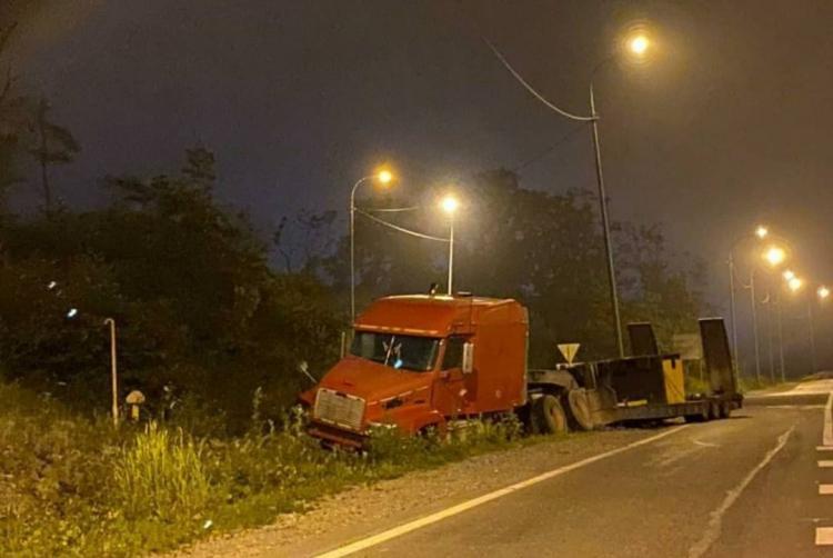 ДТП с большегрузом произошло ночью во Владивостоке