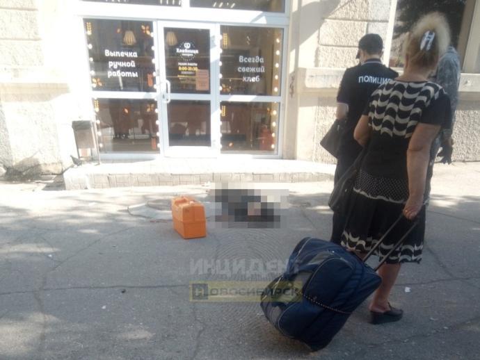 Из окна дома на площади Станиславского выпала еще одна женщина