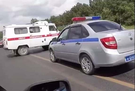 В машину скорой помощи врезалась иномарка под Новосибирском