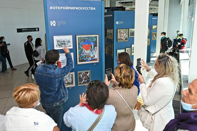 Выставку картин великих мастеров открыли в Толмачево