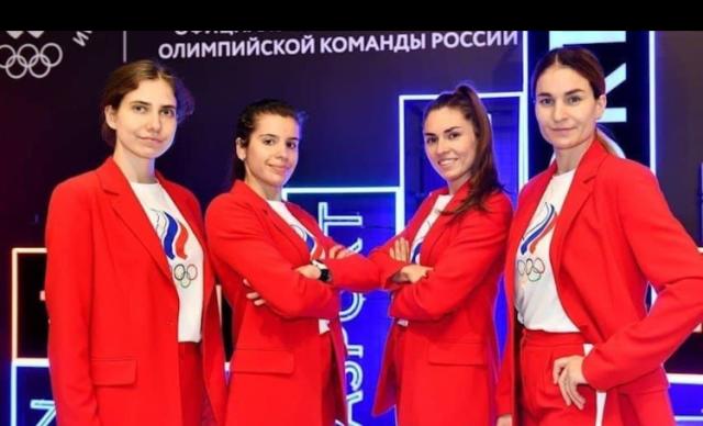 Новосибирская саблистка София Позднякова завоевала еще одно золото Токио - в командном турнире