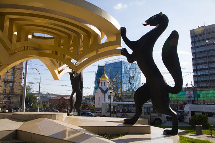 Общественный туалет построят у памятника с соболями в Новосибирске
