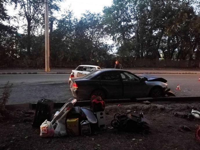 Три человека увезли на скорой после ДТП на улице Петухова в Новосибирске