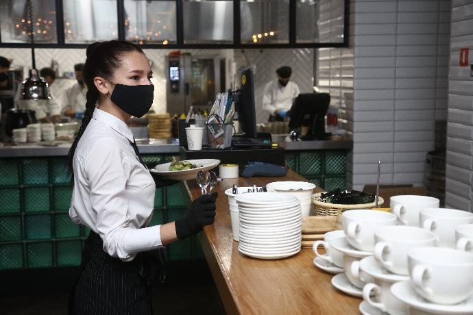 Продавцов и официантов без масок накажут в Новосибирске