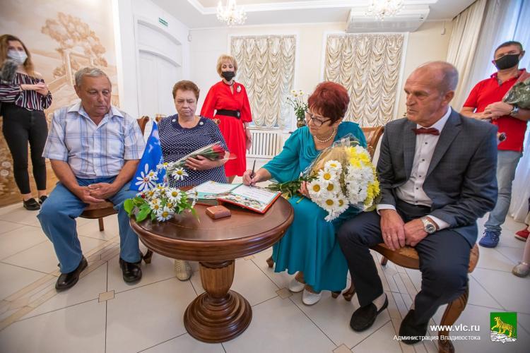 Самые крепкие семьи Владивостока наградили медалями
