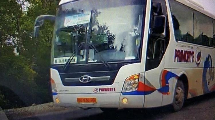 Водитель пассажирского автобуса устроил опасный аттракцион в Приморье