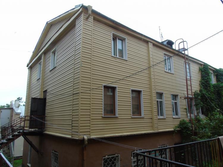 Многоквартирный дом в центре Владивостока может рухнуть