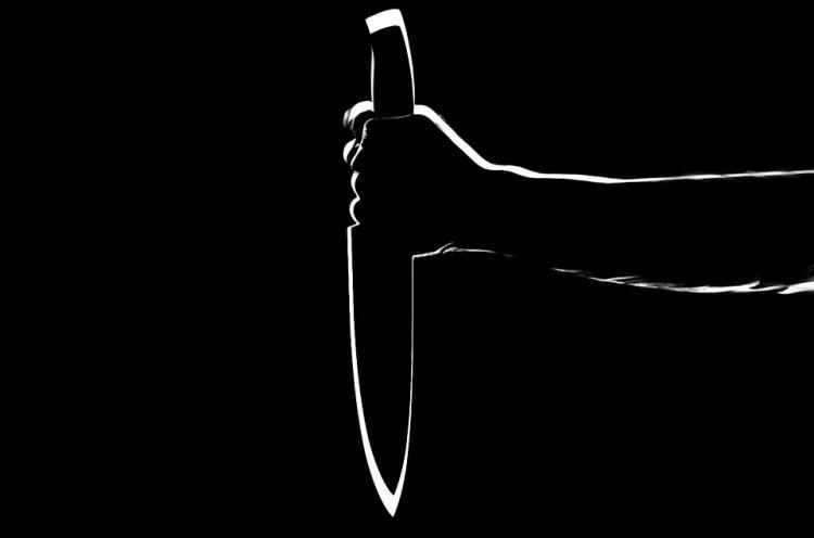 В Приморье мужчина получил ножевое на рабочем месте