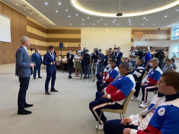«Флаг и гимн у вас никто не отнимет»: Минспорта встретился с олимпийцами