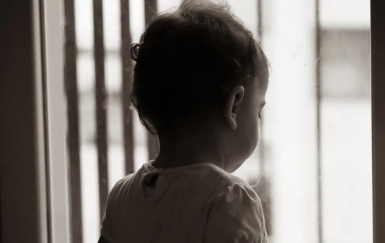 Отвлеклись на секунду: ребёнок выпал из окна в Приморье