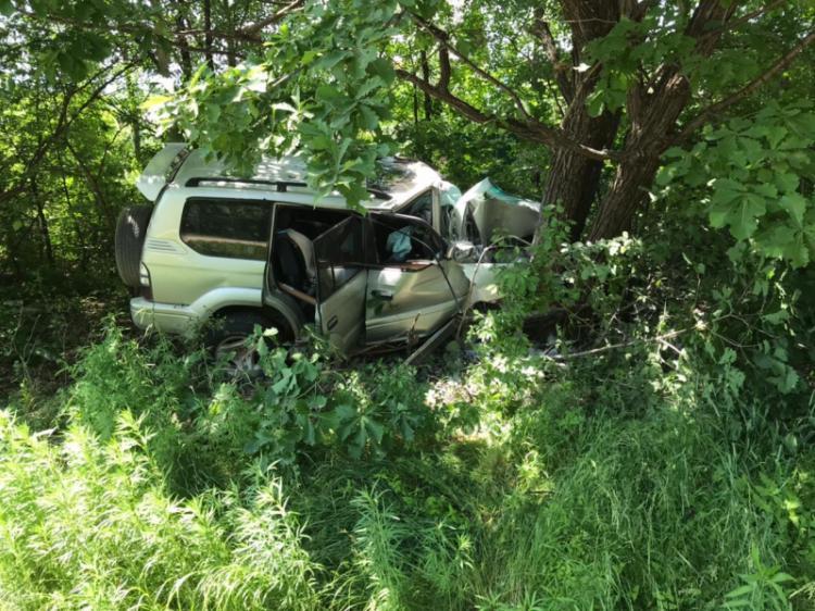 Уснул за рулём: приморец отправил свой внедорожник в дерево
