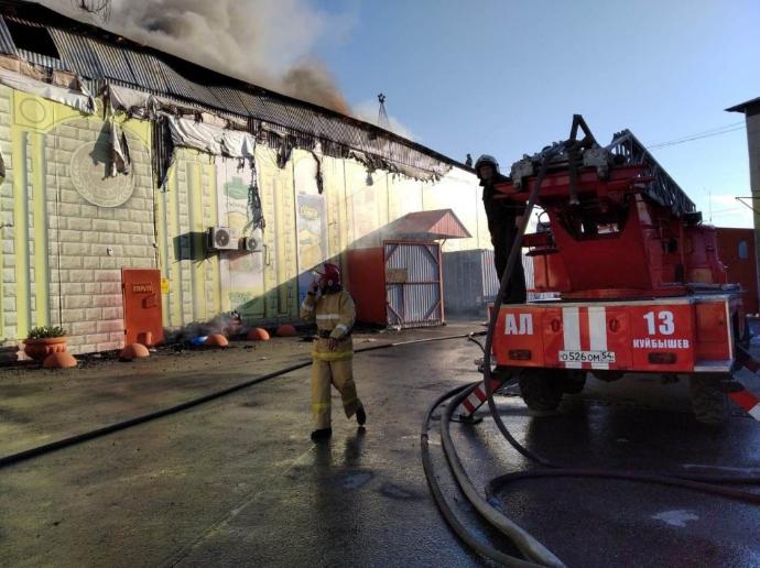 Ликвидирован пожар повышенного ранга сложности на складе в городе Куйбышев