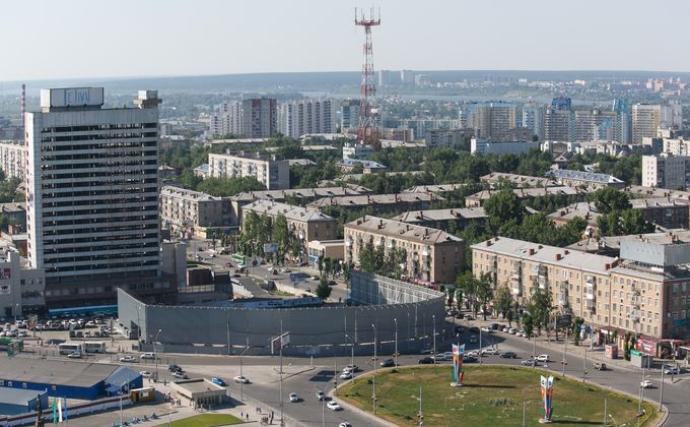 Проспект Карла Маркса с самым большим рекламным мусором в Новосибирске благоустроят к МЧМ 2023