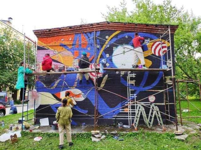 Новосибирцы решат судьбу граффити на трансформаторных будках в Академгородке