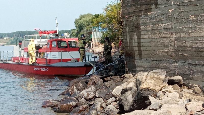 Пожарный катер привлекли для тушения дач под Новосибирском