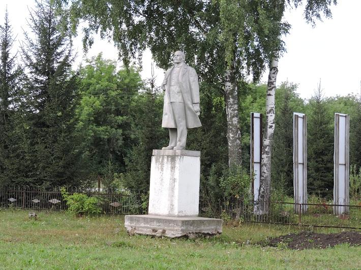 Памятник Ленину демонтировали трактором под Новосибирском