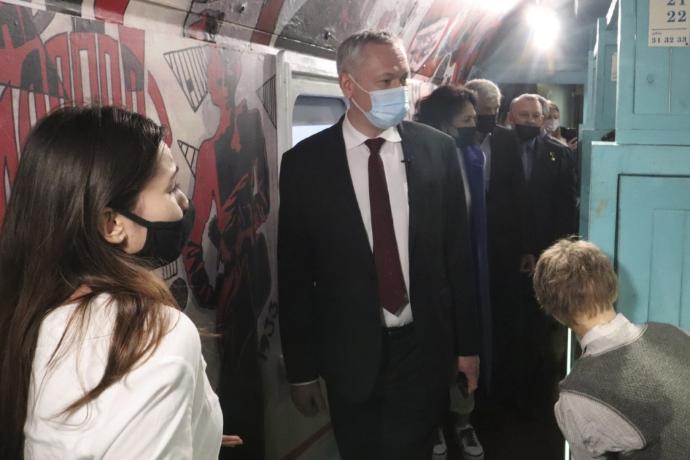 «Состав насыщен эмоциями»: губернатор Андрей Травников посетил музей «Поезд Победы»