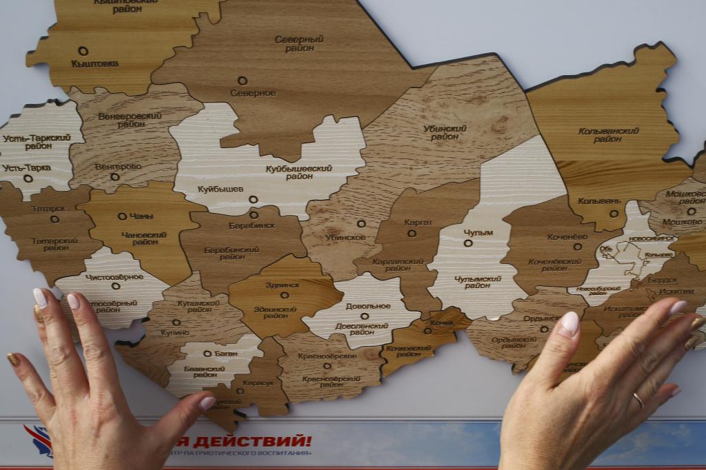 День государственного флага России отметили новосибирцы на Михайловской набережной