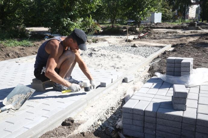 Укладчиков плитки с зарплатой 95 тысяч рублей нашли в Новосибирске