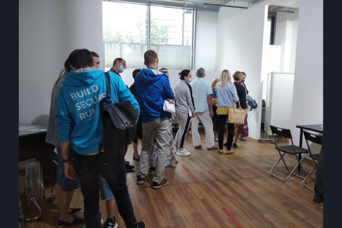 Двести сотрудников предприятий в день будут прививать от COVID-19 в ТЦ «Амстердам»