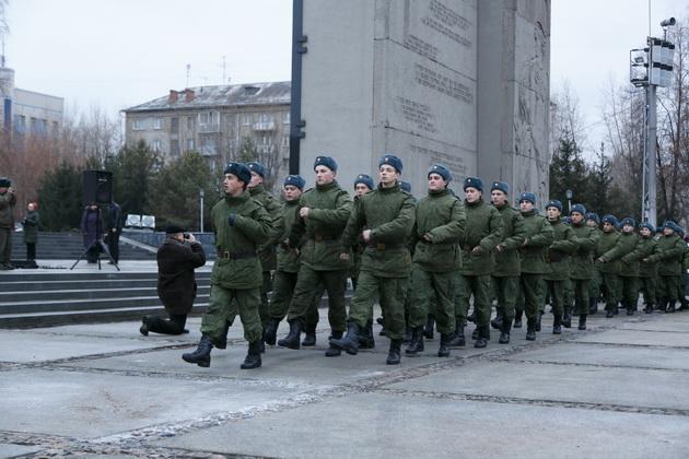 Владимир Путин предложил выплатить всем военным по 15 тысяч рублей в 2021 году