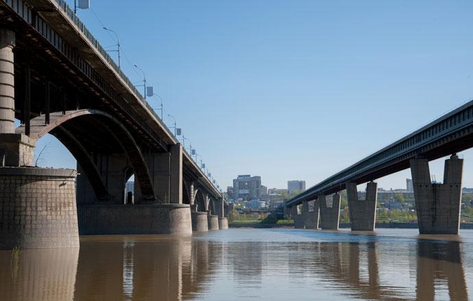 Проезжую часть Октябрьского моста в Новосибирске отремонтируют в 2021 году