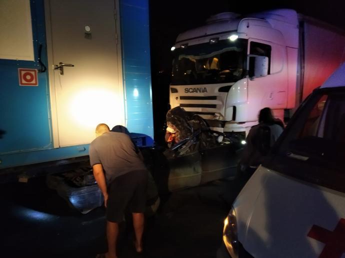 «Тойоту» расплющило между фурами под Новосибирском – четверо погибли