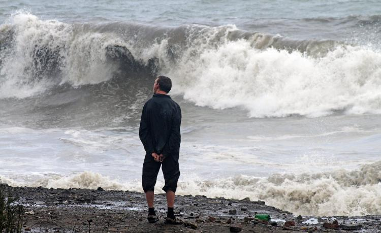 Лупит не по-детски: жутко-красивое зрелище принес тайфун приморцам
