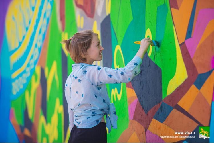 Художественные панно уже трех регионов украсили улицы Владивостока