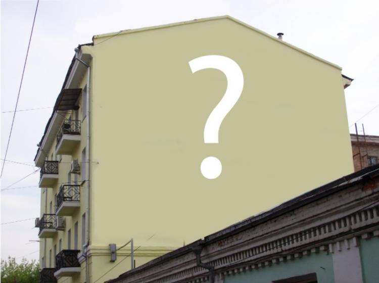 В центре Владивостока приостановлены работу по росписи фасада