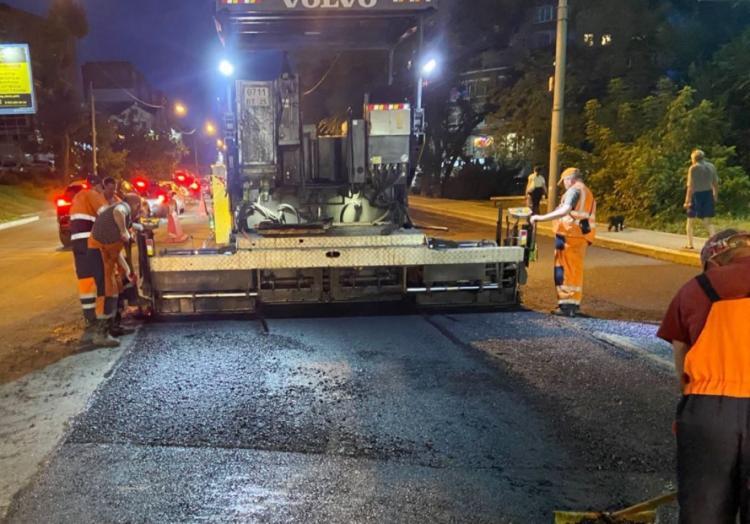Дорожники завершили ремонт на Первой Речке и перешли в район Дальпресса