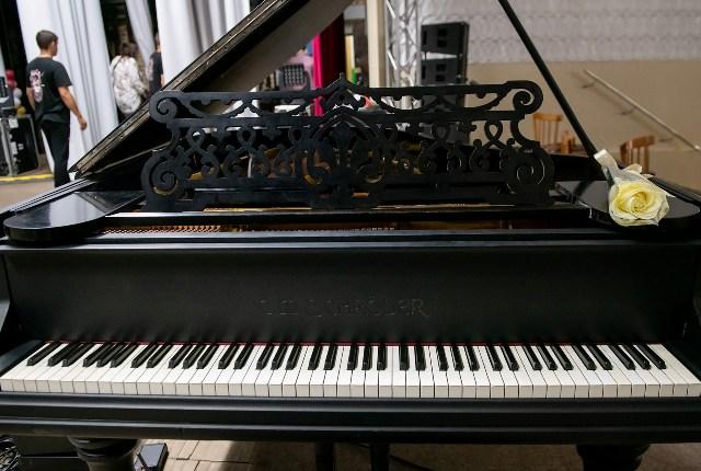 Столетний рояль участвует в музыкальной экспедиции по Новосибирской области