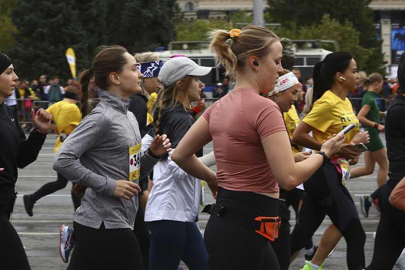 Полумарафон Раевича-2021 выиграла чемпионка из Новосибирска Анна Викулова