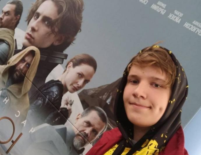 Школьник из Новосибирска добился славы в Instagram после репоста от актера Тимоти Шаламе