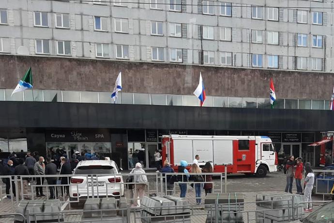 Более 500 постояльцев «Маринс Парк Отель» эвакуированы в Новосибирске