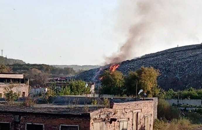 В Новосибирске вновь горит мусорный полигон Левобережный